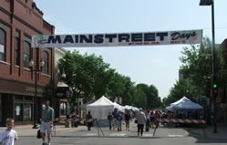 Mainstreet Banner Hanging for Mainstreet Days